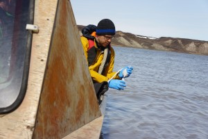 Researcher Greg Lehn fills a bottle for sampling. Slowly, we perfect our technique. (Photo credit: Rob Macdonald)